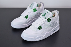 "Tênis Air Jordan 4 ''Metallic Green"" na internet"