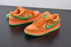 "Tênis Nike SB Dunk Low X  Grateful Dead ""Bear Pack"" - Outh Clothing"