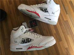 "Tênis Air Jordan 5  ''Supreme White"" na internet"