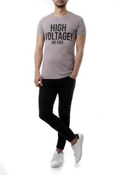 REMERA HIGH VOLTAGE! (35205) - No End