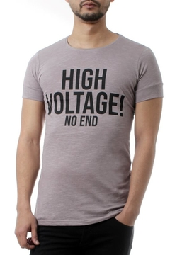 REMERA HIGH VOLTAGE! (35205)