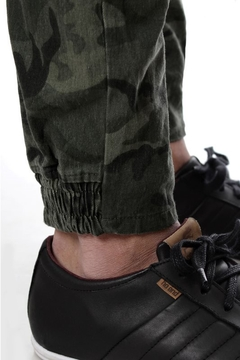 JOGGER CARGO CAMUFLADO (36320) - No End