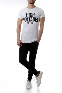 REMERA HIGH VOLTAGE! (35205) en internet