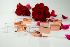 KIT 10 PENDRIVE CRISTAL ROSE, COM TAMPA METAL ROSE, 8 GB 2.0